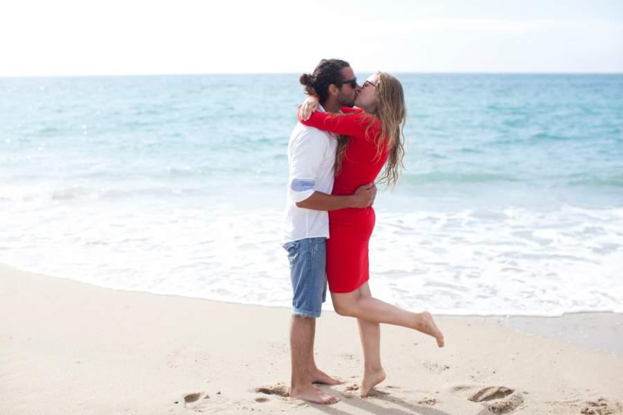 ビーチとカップル