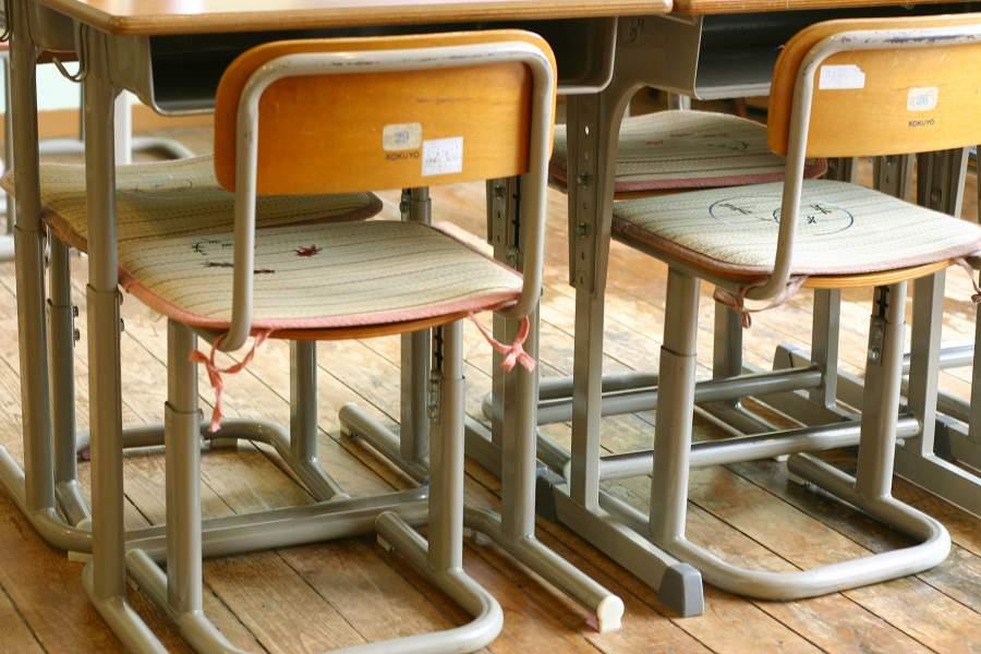 学校机といす