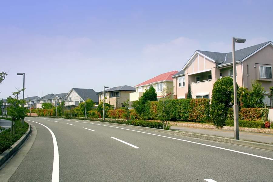 道路と住宅街