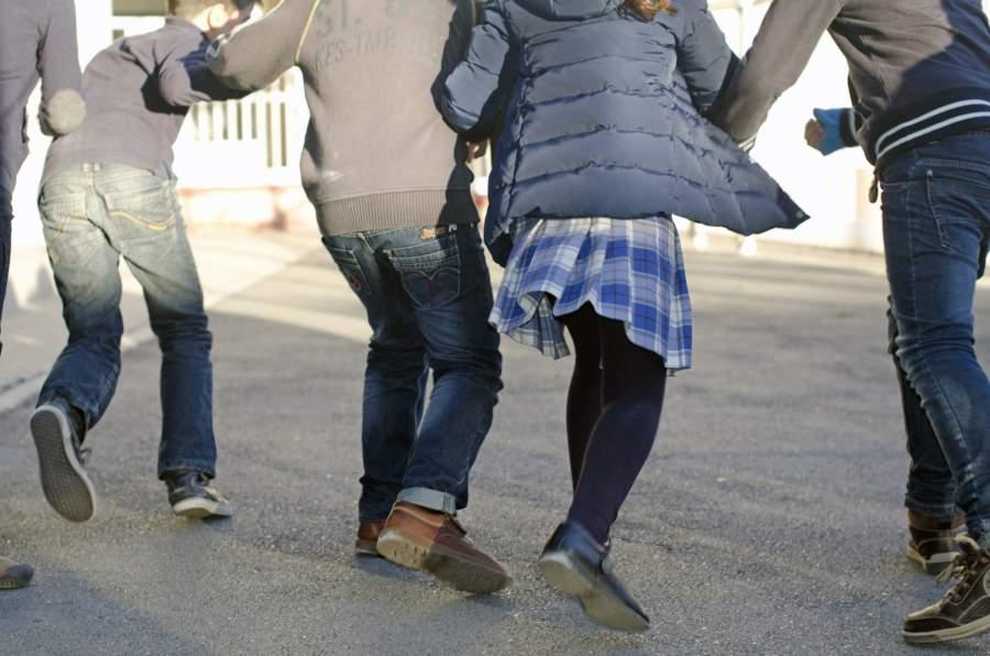 走り回る子供たち