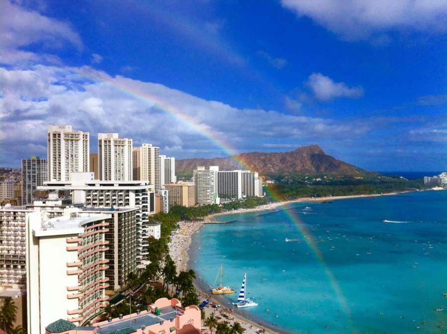 ハワイの海とホテル