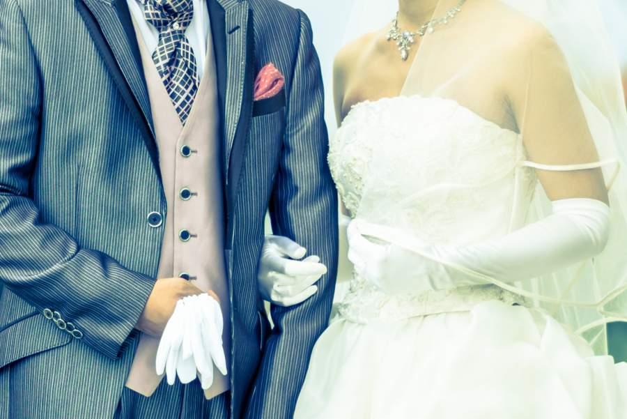 結婚式を挙げた夫婦