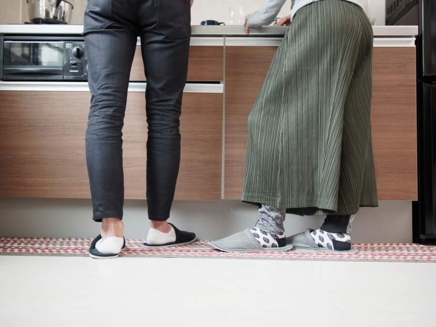 調理台に立つ男女