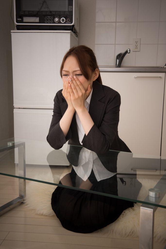 泣いてしまっている女性