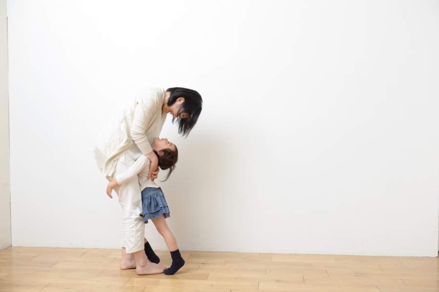子どもを心配する母親