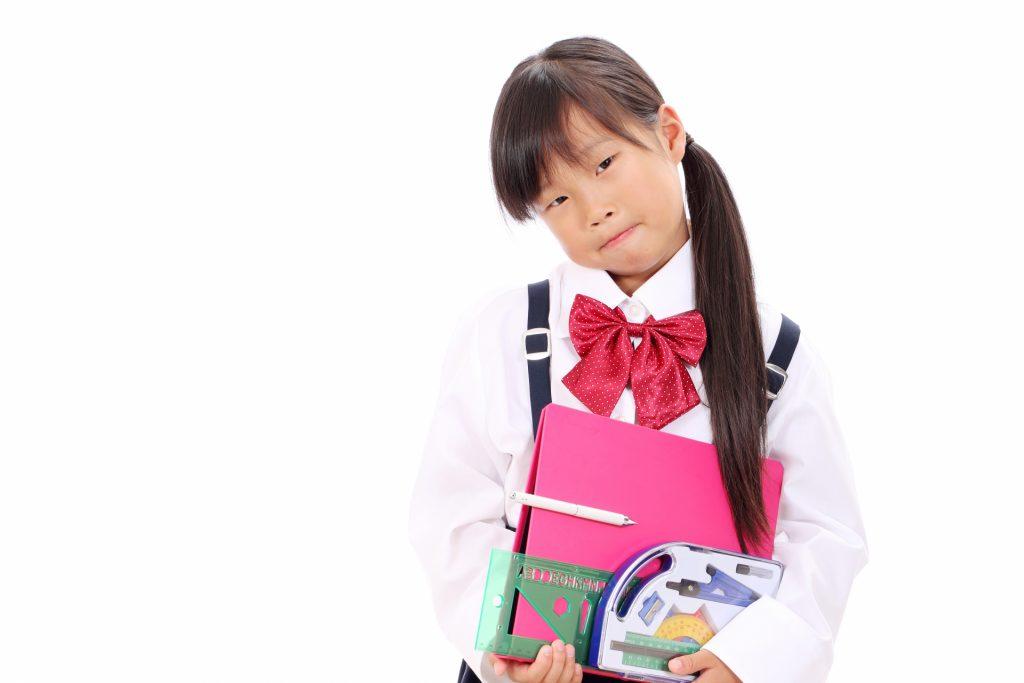 文房具を隠される少女