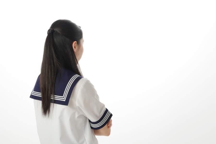 怒る女子高校生