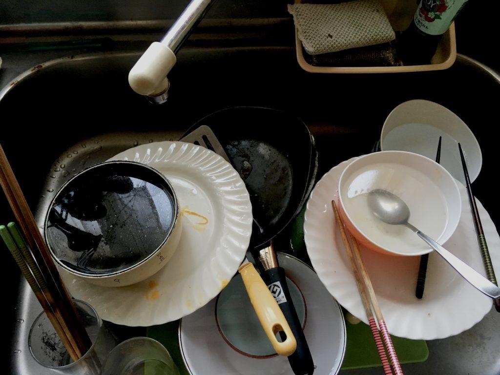 散らかった食器