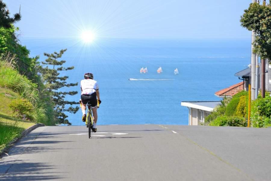 海に向かってサイクリング