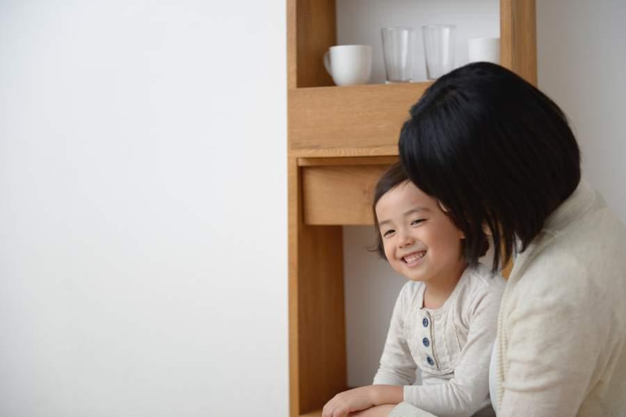 子供と向き合う母親