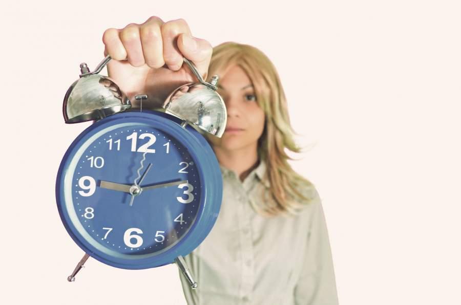 遅刻を怒っている女性